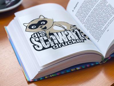 fadengehefteter Festeinband mit Schwarzdrucker Logo